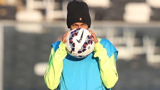 Neymar treina no Monumental em Santiago para o jogo contra Colômbia | Foto: Rafael Ribeiro / CBF