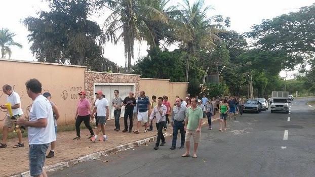 Moradores do Jaó protestam pela preservação de área do Estado