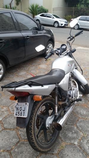 Motocicleta usada durante crime na Praça Tamandaré, na segunda-feira | Foto: Polícia Civil/Divulgação