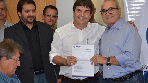 Prefeitura entrega documentos de áreas para a instalação de 23 novas empresas em Trindade