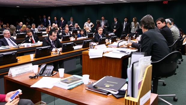 CPI da Petrobrás convoca ministro da Justiça para depor