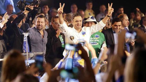 Aécio Neves é reeleito presidente nacional do PSDB