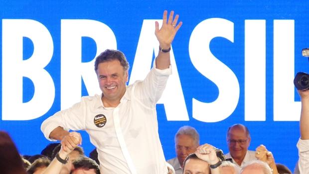 """Aécio Neves se confunde em entrevista e diz que foi reeleito """"presidente da República"""""""