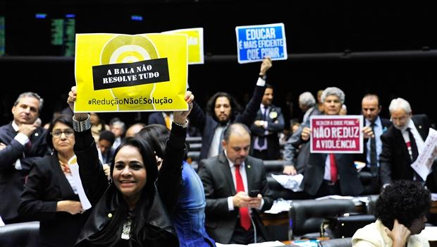 Câmara Federal rejeita redução da maioridade penal em primeira votação