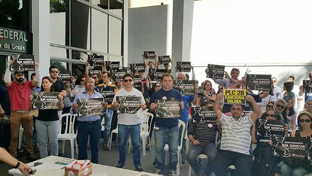 Grevistas da Justiça Federal goiana pressionam STF