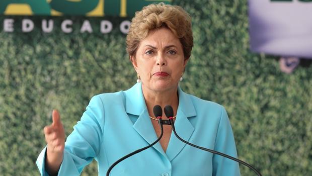 """Dilma: """"As pessoas caem quando estão dispostas a cair. Não estou"""""""