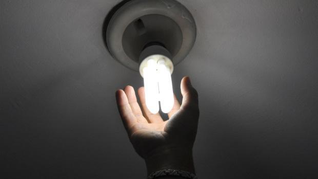 Consumidor denuncia cobrança não autorizada na conta de luz