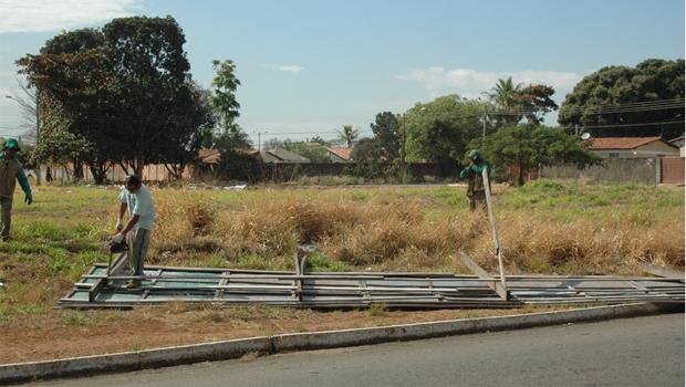 Prefeitura de Goiânia intensifica retirada de outdoors irregulares
