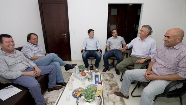 José Nelto diz que pesquisa deve decidir se oposição lança Daniel Vilela ou Ronaldo Caiado