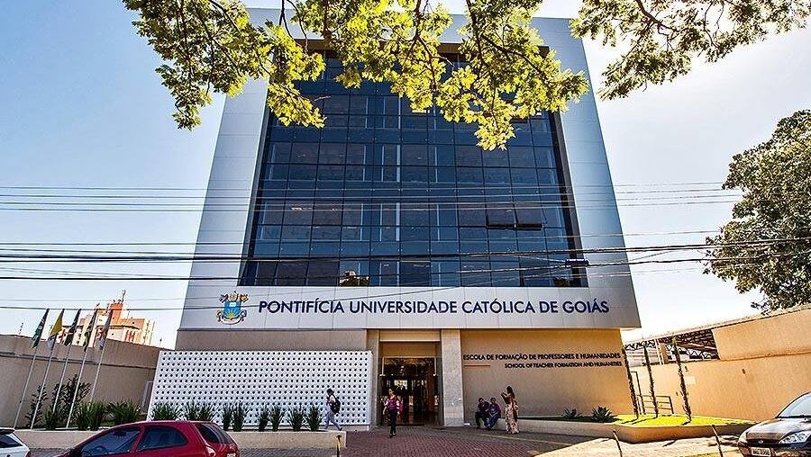 PUC de Goiás demite 14 professores. O objetivo do reitor Wolmir Amado é reduzir custos