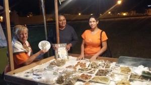 Dona Cecília, Dulce e Lourdes na barraca de doces | Foto: Sarah Teófilo