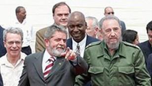 Frei Betto, Fidel Castro e Lula: brasileiros sempre contentes ao lado do encanecido ditador de Cuba