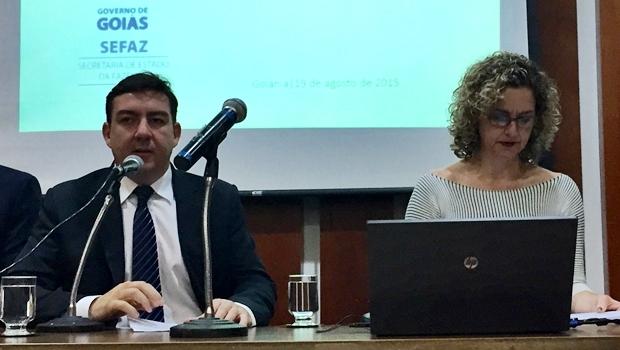 Deputado José Vitti (esquerda) e a secretária Ana Carla Abrão | Foto: Alexandre Parrode/Jornal Opção