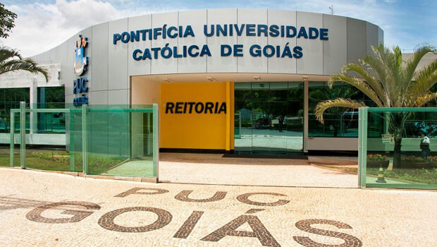 Em manifestação, DCE cobra da PUC Goiás medidas contra casos de violência