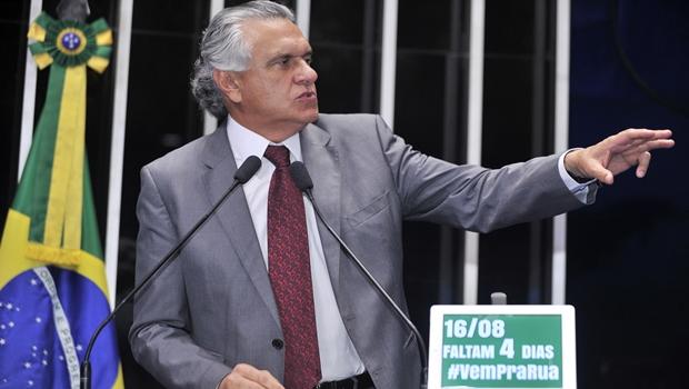 """Caiado convoca povo para protesto de domingo e diz que PT é a """"hérnia de disco"""" do Brasil"""