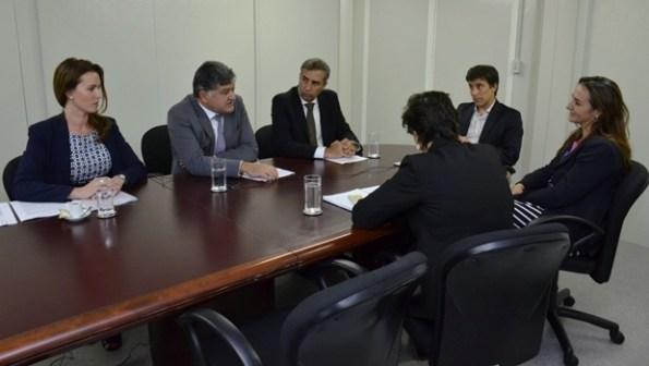Vice-governador José Eliton durante reunião com integrantes do BID, em Brasília   Foto: Marcos Prado