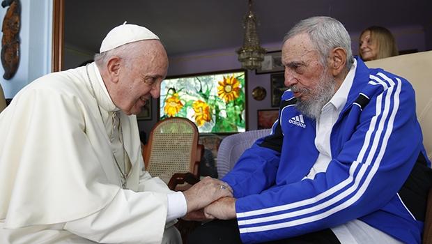 Fidel Castro e o papa Francisco: note sua roupa-uniforme da Adidas