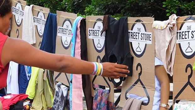 The Street Store distribui roupas e  acessórios a moradores de rua em Goiânia