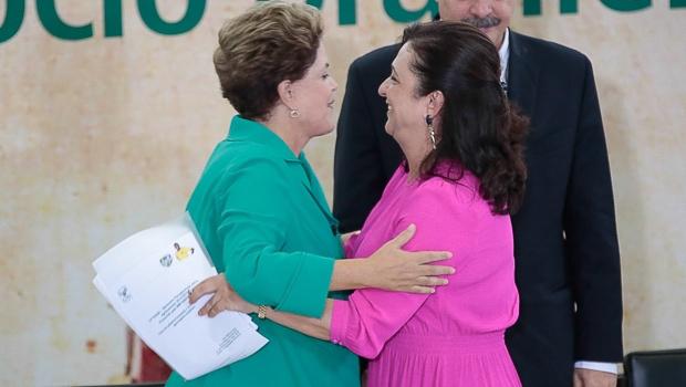 """Kátia Abreu assegura que Dilma é honesta e que nunca furtou """"uma caneta BIC"""" sequer"""