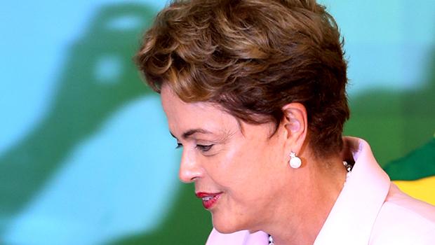 Dilma anuncia corte de oito ministérios, redução de gastos e dos salários de ministros