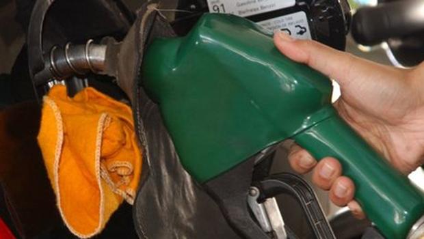 Reajustes são de 6% na gasolina e de 4% no óleo diesel   Foto: Agência Brasil