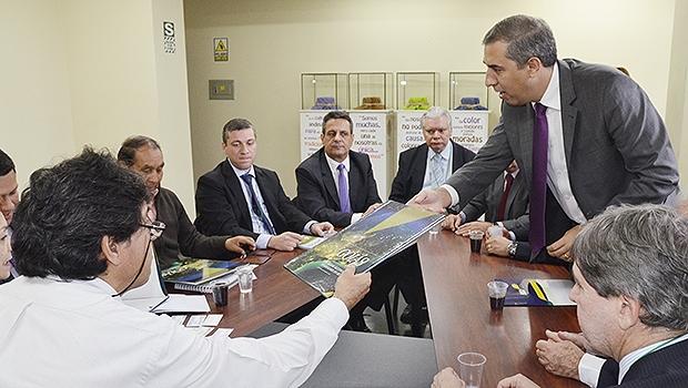 Missão goiana no Peru é liderada pelo vice-governador José Eliton (de pé, à dir) | Foto: Divulgação