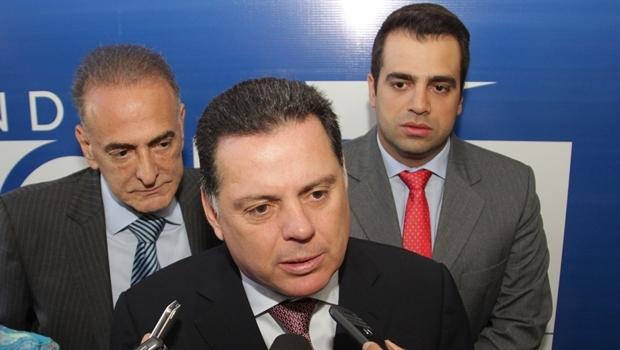 Governador concedeu entrevista ao lado do prefeito de Catalão, Jardel Sebba, e o deputado Gustavo Sebba (ambos do PSDB) | Foto: Mantovani Fernandes