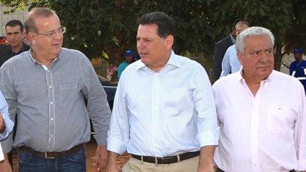 Paulo Garcia, Marconi Perillo e Vilmar Rocha durante visita à Praça Cívica | Foto: Humberto Silva