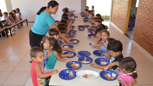 Escolas de Goiânia têm oferecido apenas arroz e feijão a alunos, denuncia vereador