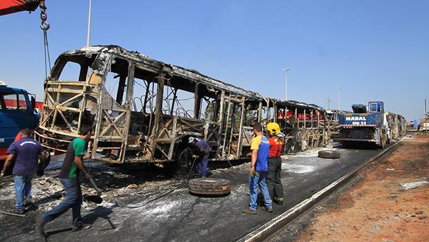 Após destruição de 15 ônibus, CMTC volta atrás em mudanças no transporte coletivo