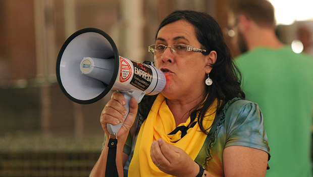 Assembleia de professores discute greve geral na UFG