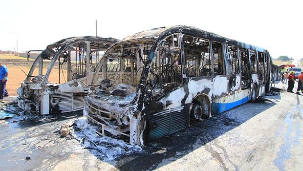 Ônibus destruídos em protestos causam prejuízos de R$ 8 mi