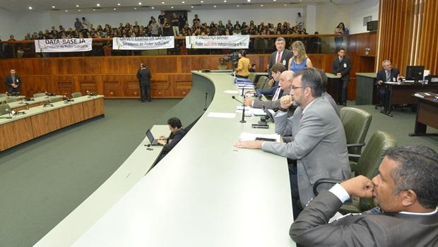 Assembleia aprova data-base dos servidores do Judiciário em primeira votação