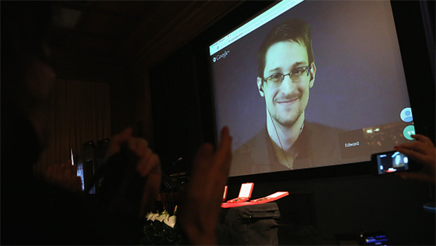 Snowden critica Rússia por controle da internet e diz que nunca teve intenção de ir ao país