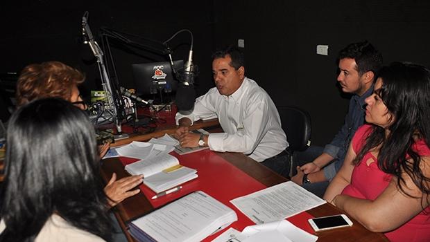Secretário de Fazenda e Planejamento, Wagner Alves, interagiu com ouvintes em programa de rádio da cidade