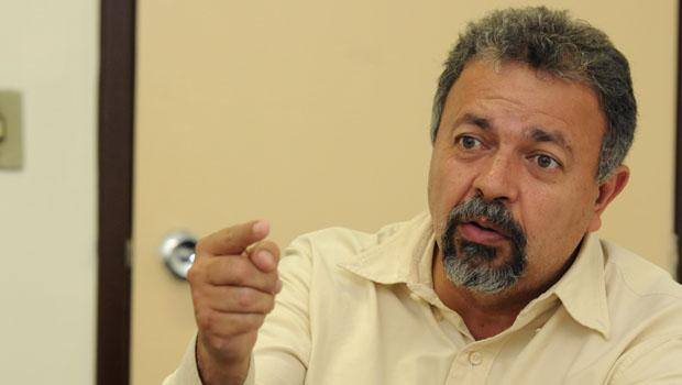 """Elias Vaz comemora crescimento de Vanderlan e aposta: """"Iris não cresce mais"""""""
