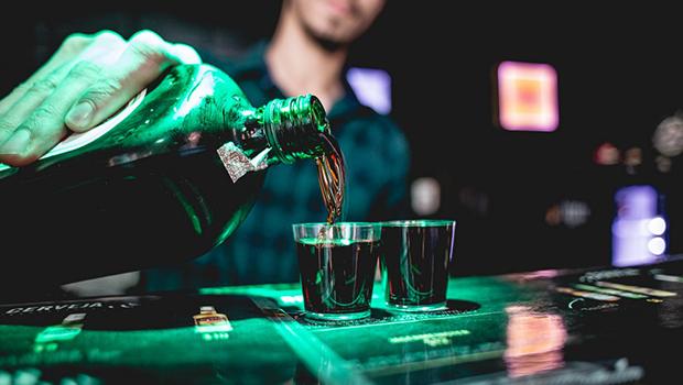 Projeto de lei quer proibir festas open bar em Goiás