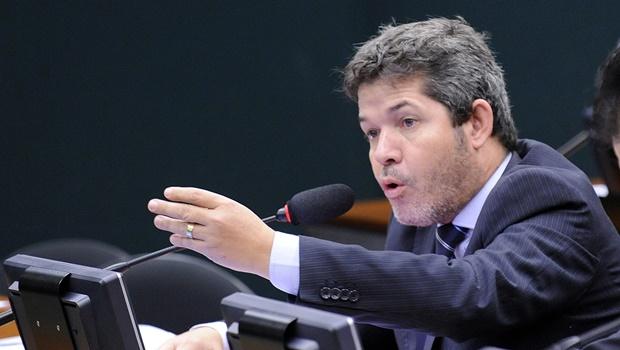 Delegado Waldir defende afastamento imediato de Cunha