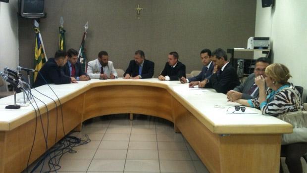 Vereadores durante reunião da CEI das Pastinhas | Foto: Marcello Dantas
