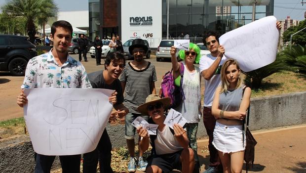 Manifestantes protestam contra Nexus durante lançamento do megaempreendimento