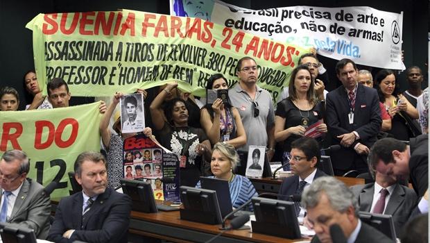 Manifestantes contrários à aprovação do texto, na comissão especial   Foto: Antonio Araújo / Câmara dos Deputados