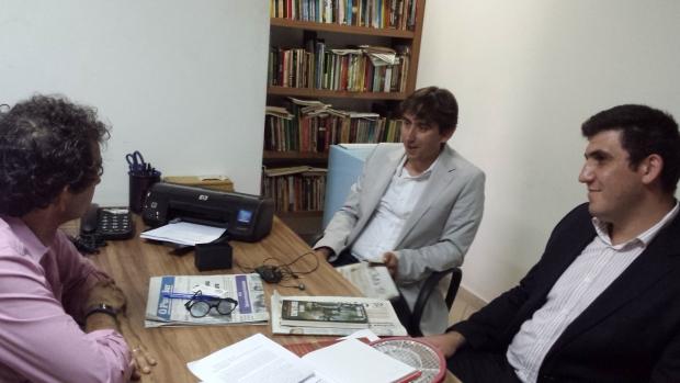 O editor-chefe Euler de França recebe em sua sala Abdullah Boztaş, do Centro Cultural Brasil-Turquia (centro) e Kamil Ergin, da agência Cihan
