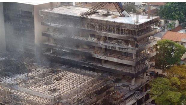 Incêndio no prédio do TRT é controlado, mas Bombeiros ainda estão no local