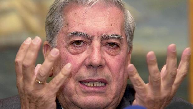 """Escritor peruano Mário Vargas Llosa: """"Lula implantou um governo profundametne corrupto. Dá até vertigem"""""""