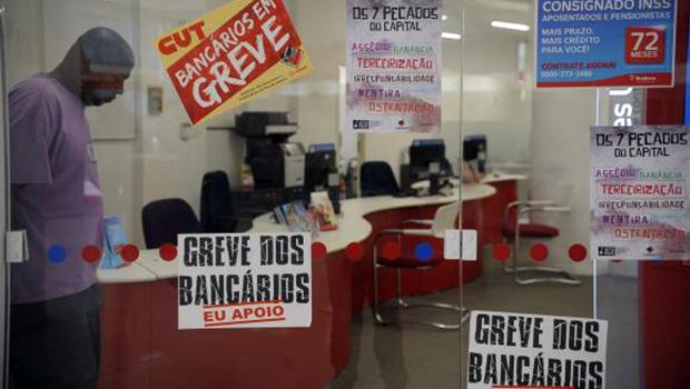Em um mês de greve, mais da metade das agências bancárias estão fechadas no país