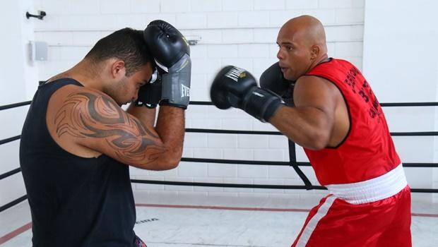 Professor goiano prepara equipe para disputar Nacional de Boxe