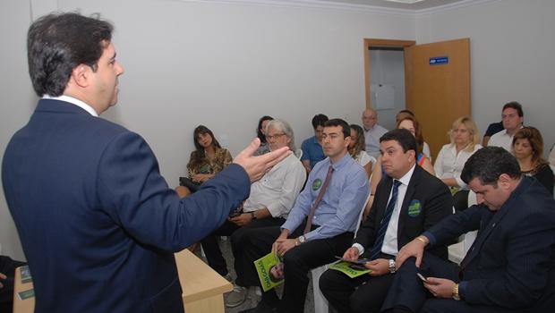 Flávio Buonaduce se reúne com advogados públicos da AGR