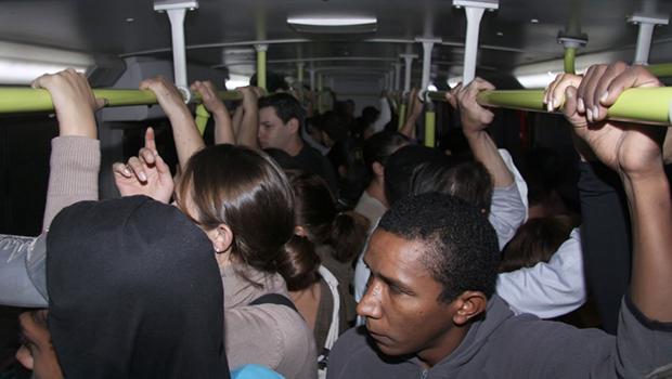 Em Goiânia, passageiro de ônibus pode desembarcar onde quiser na madrugada
