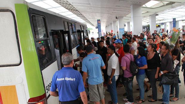 22% dos brasileiros que usam ônibus levam mais de 2 horas para ir ao trabalho
