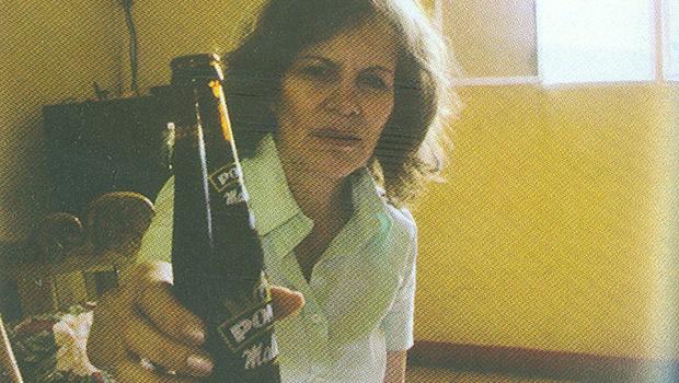 Marina Chapman, quando menina de rua, era conhecida por sua gangue como Pony Malta. Tinha a ver com a garrafa de uma bebida colombiana | Fotos: Reprodução